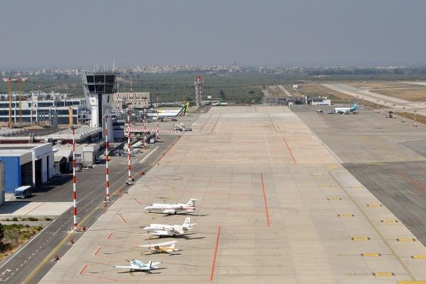 Аэропорт Бари имени Кароля Войтылы фото