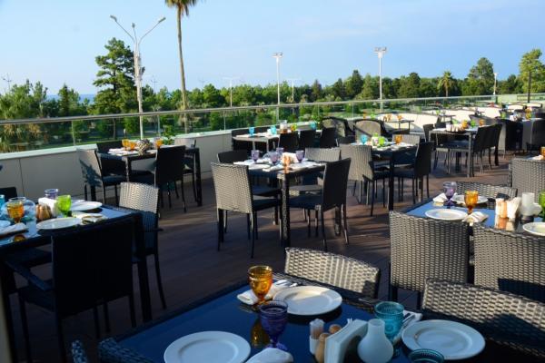 Restaurant Terrassa Askaneli photo