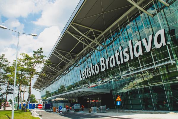 Аэропорт Братислава-Иванка фото