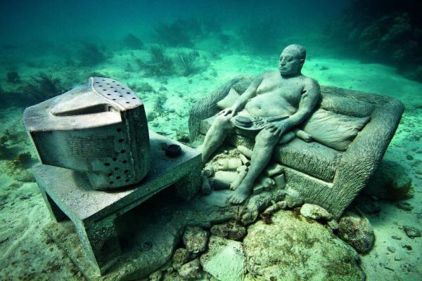 Museum of underwater sculptures photo