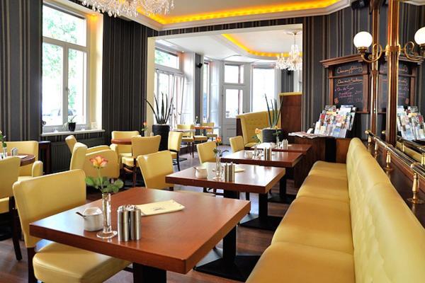 Lloyd´s Cafe & Bar photo
