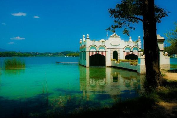 Озеро Баньолес фото