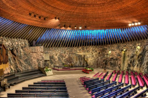 Церковь в скале фото