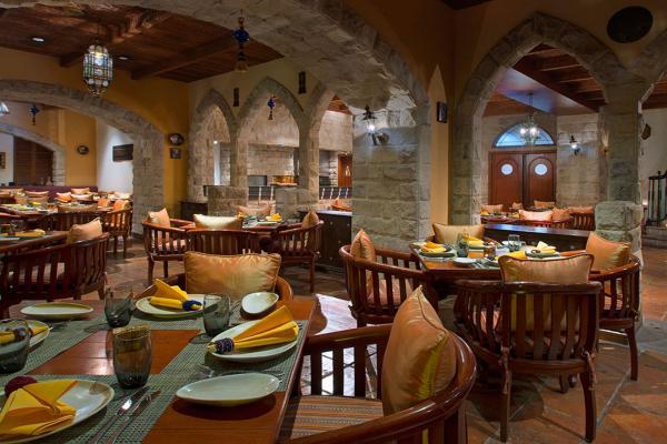 Al Nafoura Lebanese Restaurant фото