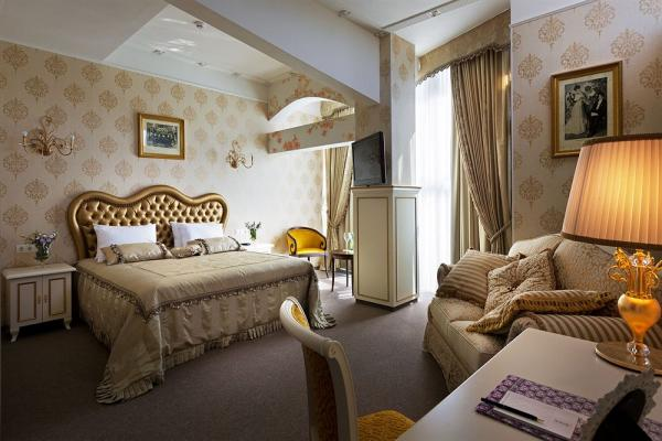 Iris Art Hotel photo