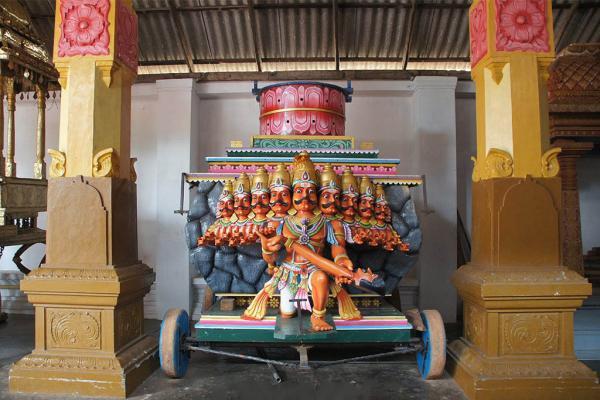 Храм Муннесварам фото