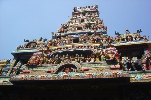 Храмы Новый и Старый Катиресан в Коломбо фото