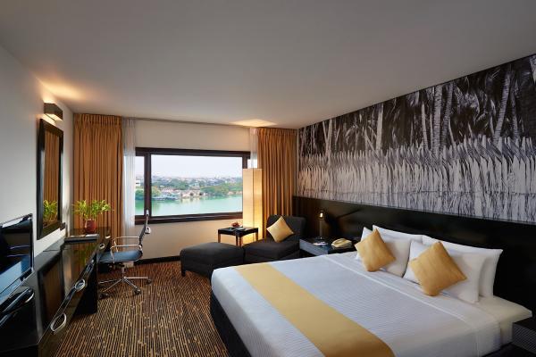 Hotel Cinnamon Lakeside Colombo фото