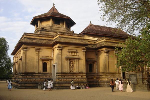Храм Келания Раджа Маха Вихара фото