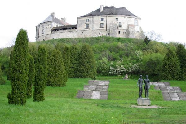 Olesky castle photo