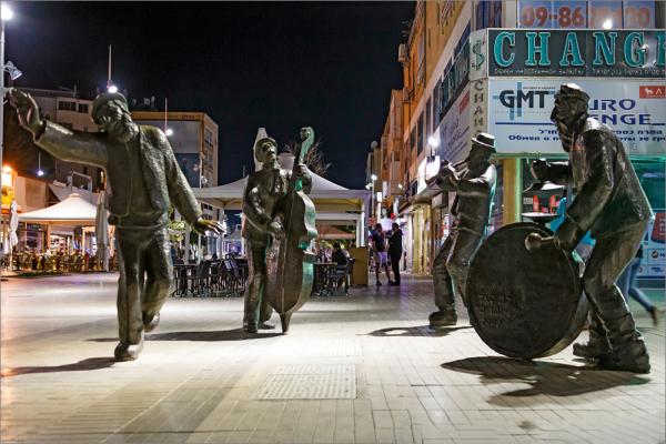 Statues of street musicians photo