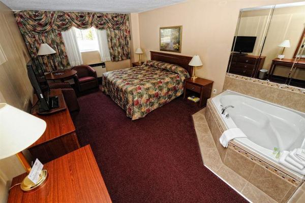 Room at Adam's Airport Inn photo