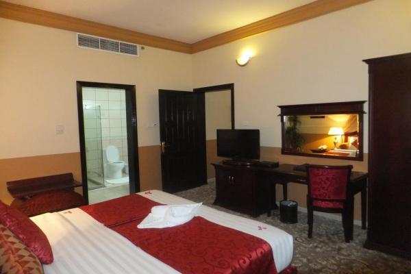 City Hotel фото