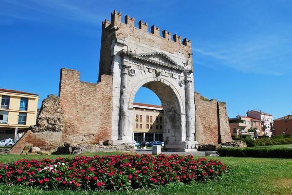 Арка императора Августа фото