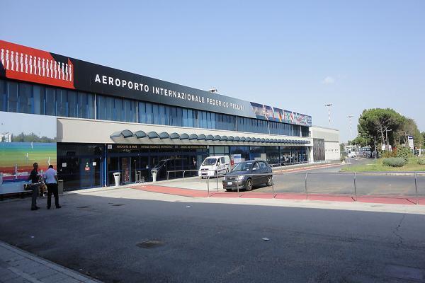 Аэропорт Римини им. Федерико Феллини фото