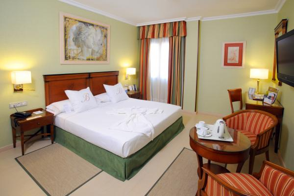 Hotel Becquer фото