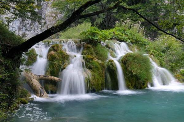 Thirty-three waterfalls photo