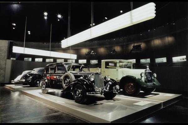 Музей Mercedes-Benz фото