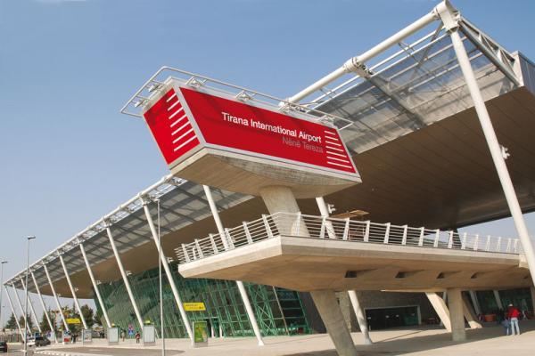 Аэропорт Тираны имени матери Терезы фото