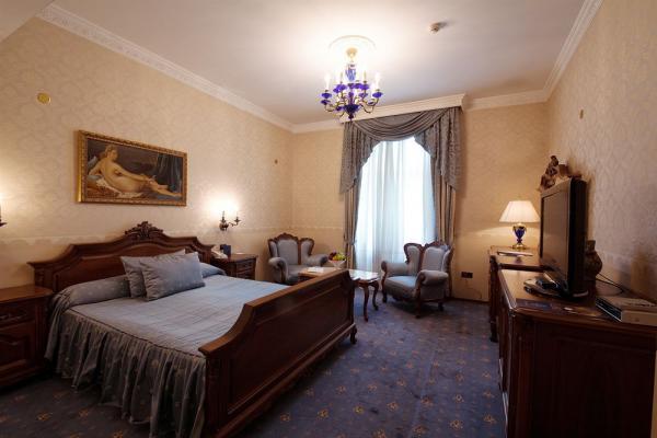 Grand Hotel London photo