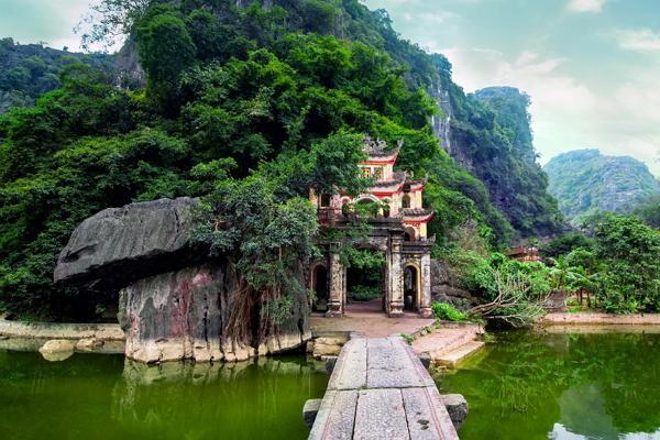 Khoaly and Tam Kok photo