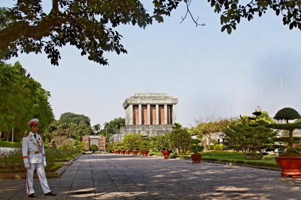 Площадь Бадинь: мавзолей, дом и музей Хо Ши Мина, Президентский дворец фото