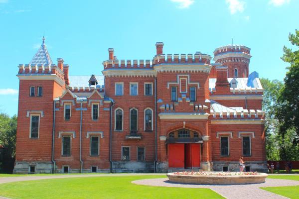 Дворец Ольденбургских фото