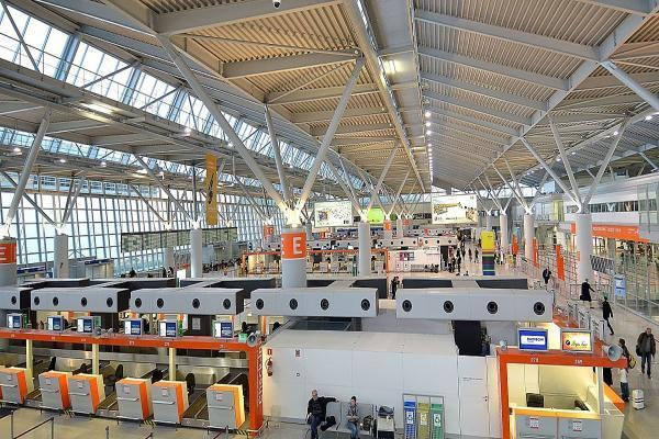 Аэропорт Варшавы имени Фредерика Шопена фото