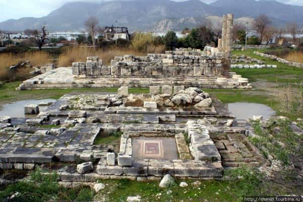Ruins of the Temple of Artemis photo