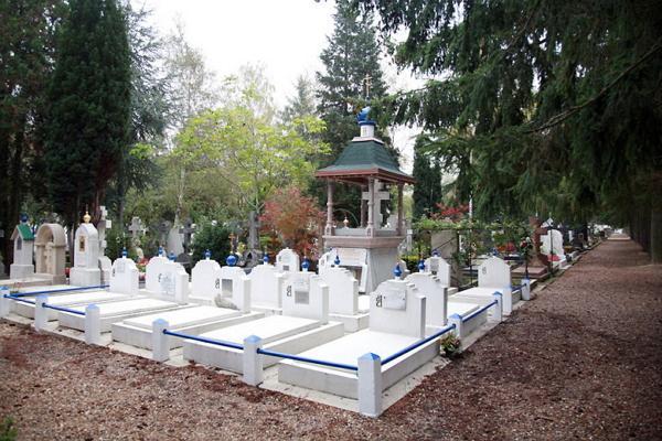 Cemetery Saint-Genève-des-Bois photo