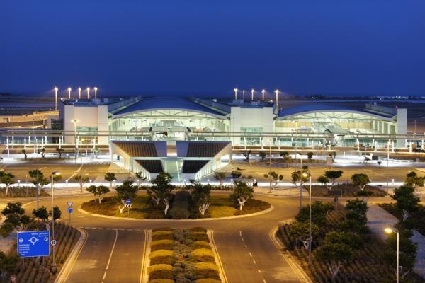 Аэропорт Ларнаки фото