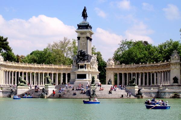 Парк Эль Ретиро фото