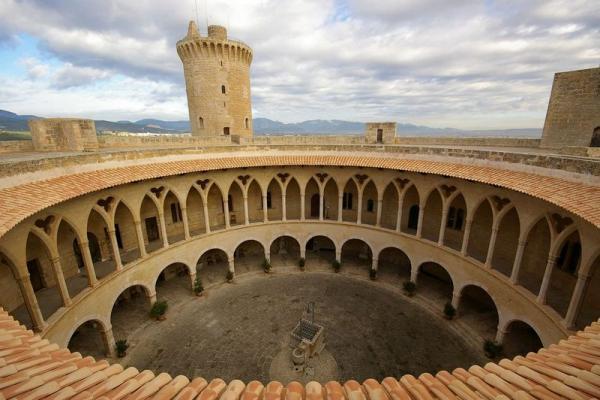 Замок Бельвер фото