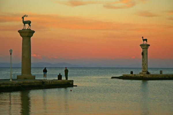 Foto del puerto de Mandraki