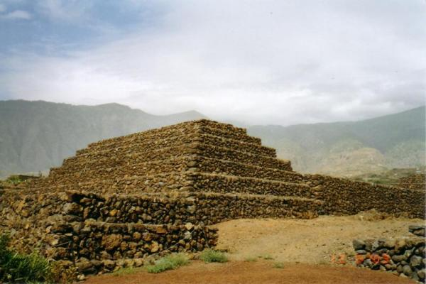 Пирамиды Гуимар фото