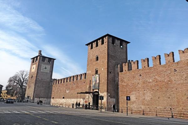 Замок Кастельвеккио фото